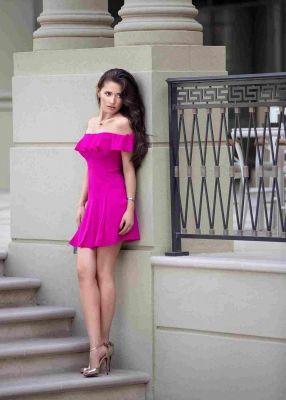 Call gils Dubai — escort Miss Petite Sabrina